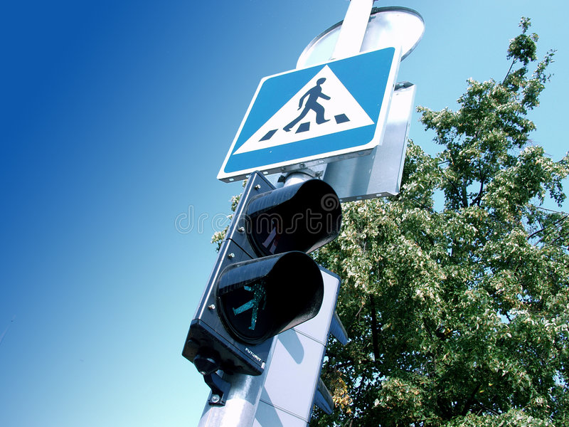 Download De kruising van de straat stock afbeelding. Afbeelding bestaande uit regulating - 33821