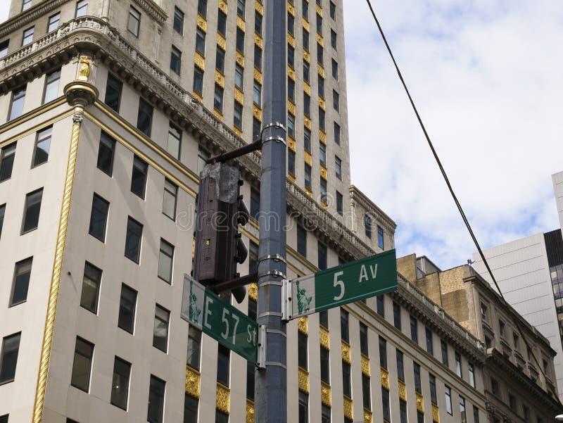 De kruising van signaal tussen de vijfde weg en de 57ste straat in Ne royalty-vrije stock foto's