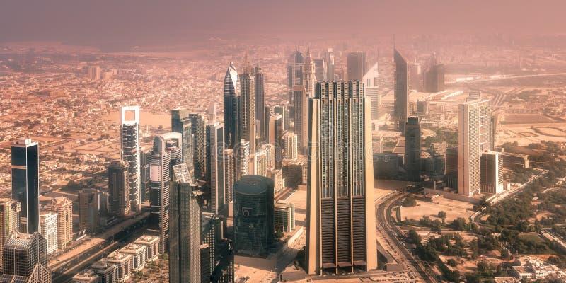 De kruising van de wegweg in Burj Van de binnenstad Doubai stock foto
