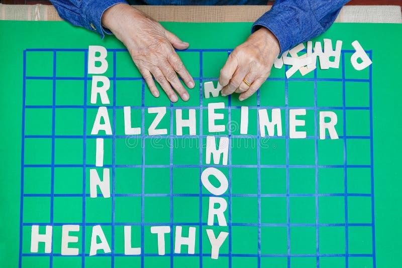 De kruiswoordraadsels voor Bejaarden, hulp verbeteren geheugen & hersenen royalty-vrije stock afbeelding
