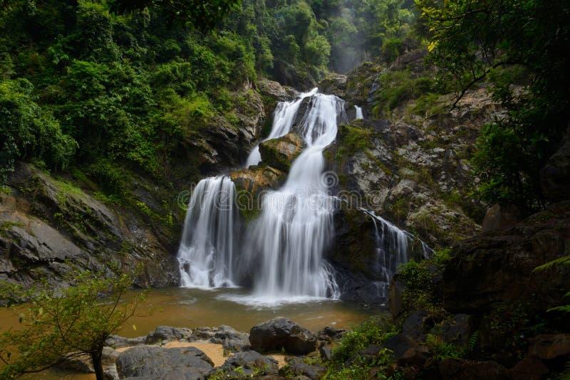De Krungchingswaterval is in Nakhonsithammarat, Thailand stock foto