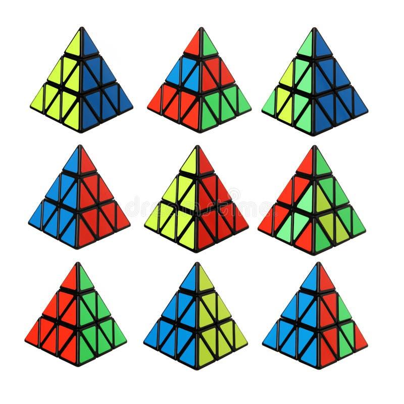 De kubus van Rubik in een vorm van een piramide stock afbeeldingen