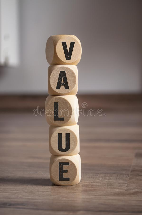 De kubussen dobbelen met waarde royalty-vrije stock afbeelding