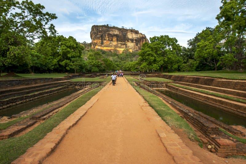 De kungliga trädgårdarna på Sigiriya vaggar fotografering för bildbyråer