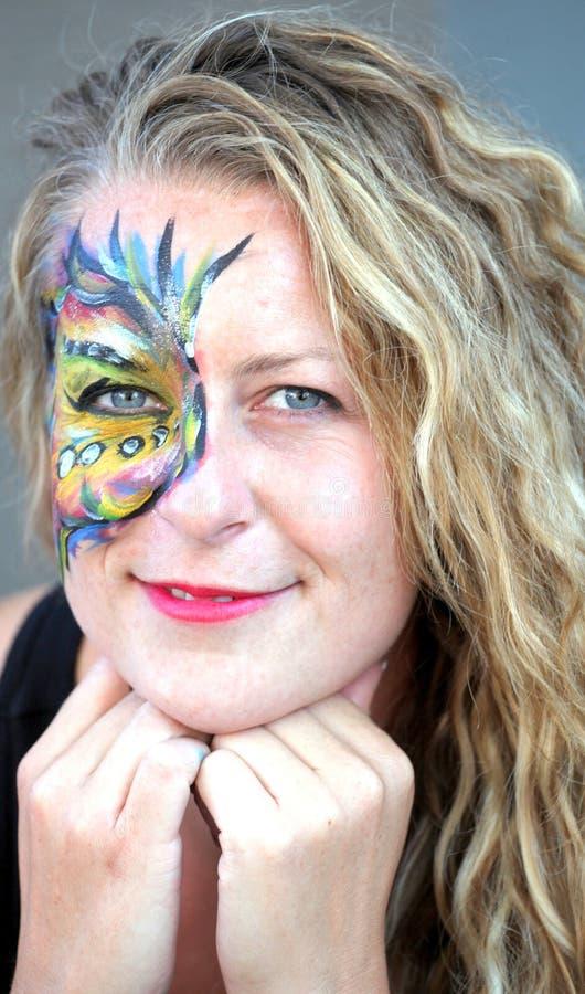De kunstenaar van de gezichtsschilder stock foto's