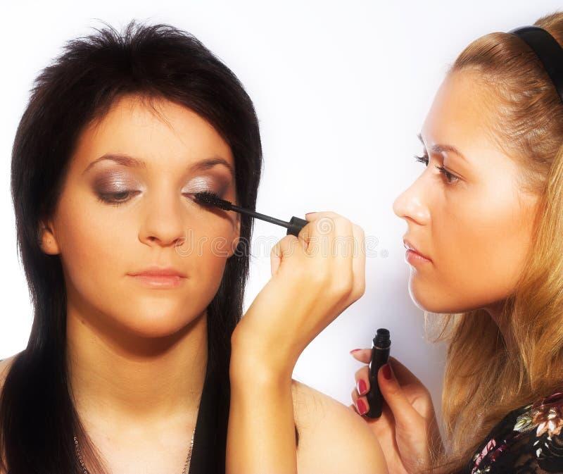 De kunstenaar van de make-up op het werk stock fotografie