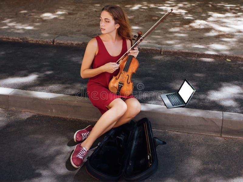 De kunsthobby van straat muzikale prestaties stock fotografie