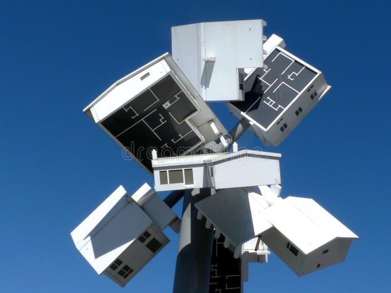 De kunstinstallatie van het supernova clocktower beeldhouwwerk bij Winkels in Don Mills, Toronto stock afbeeldingen