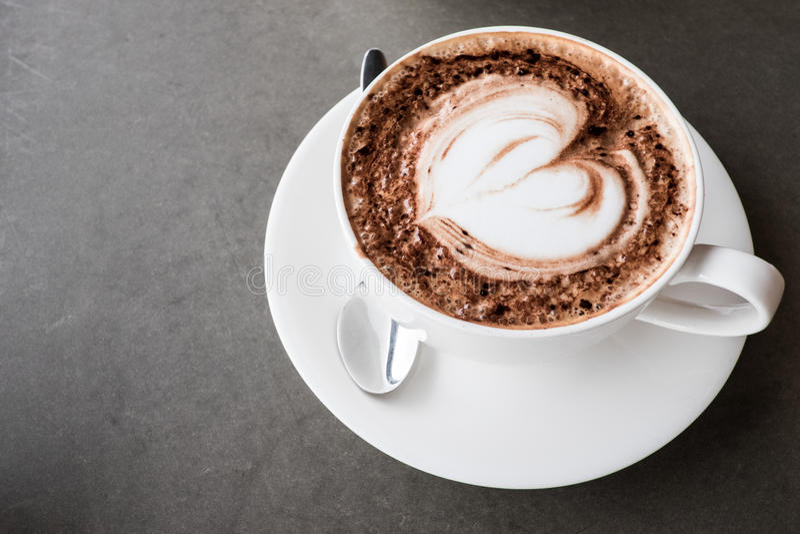 De kunstkoffie van Latte van de hartvorm royalty-vrije stock afbeelding