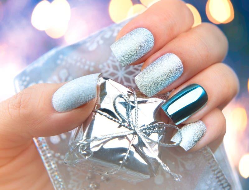 De kunstmanicure van de Kerstmisspijker De manicureontwerp van de de wintervakantie stock afbeeldingen