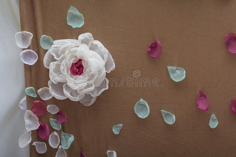 De kunstmatige mooie kleurrijke bloesem nam bloemenboeket toe stock foto's