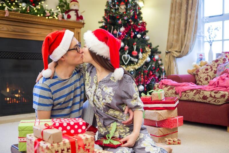 De Kus van de Kerstmisochtend royalty-vrije stock afbeelding