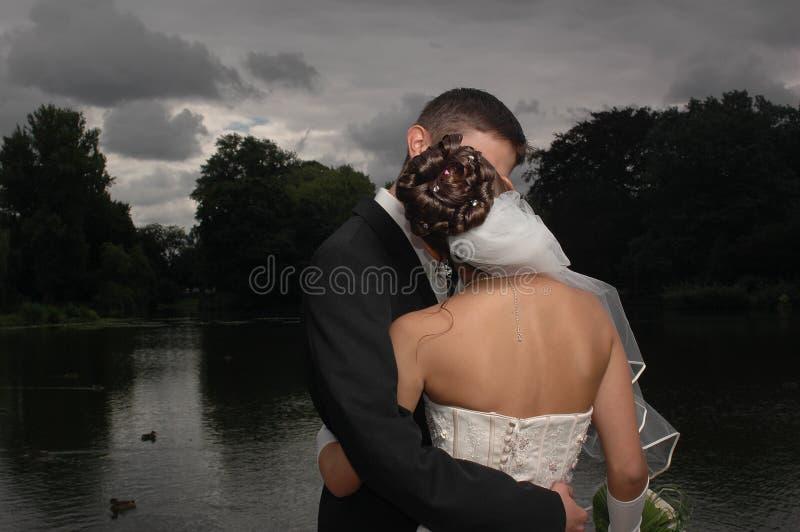 De kus van het huwelijk royalty-vrije stock afbeelding