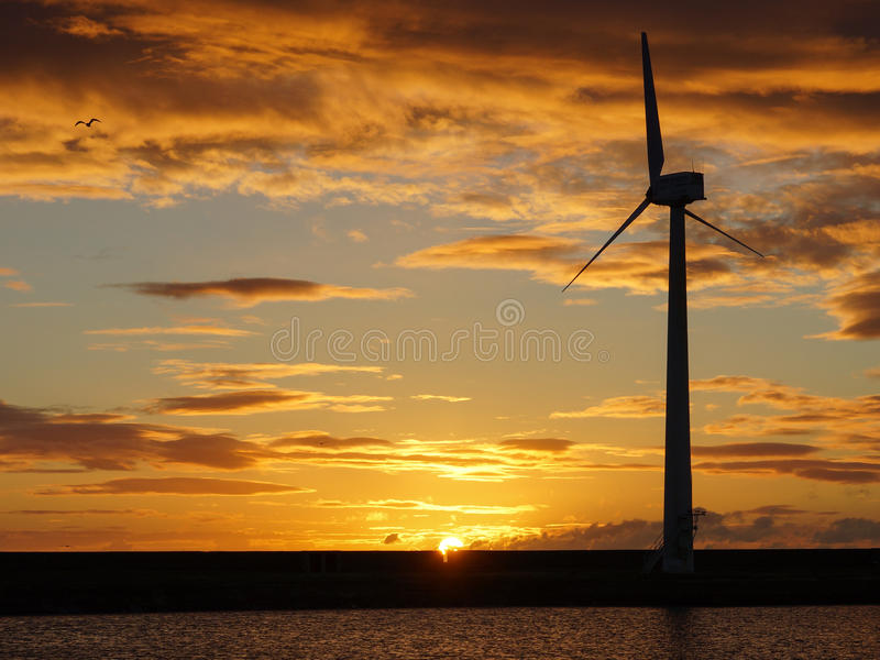 De kust Turbine van de Wind royalty-vrije stock fotografie