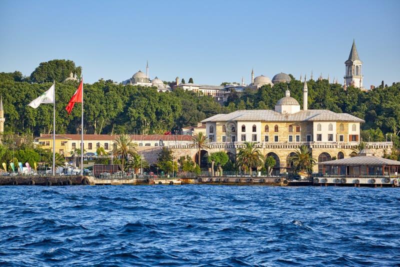 De kust van Bosphorus met Turks Groen Crescent Society bouwt stock foto