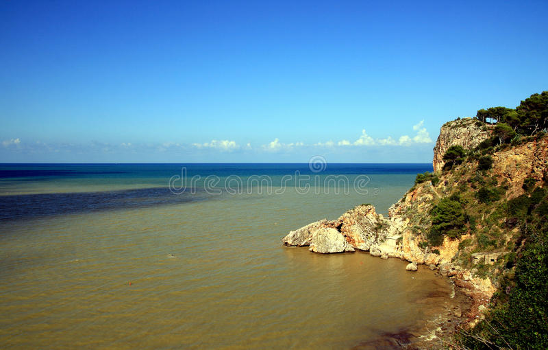 De kust van de zomer, overzeese kleuren & hemel, Sicilië royalty-vrije stock afbeelding