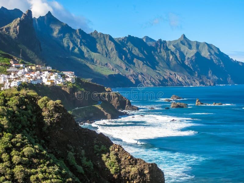 De kust van het klippennoorden van Tenerife royalty-vrije stock afbeelding