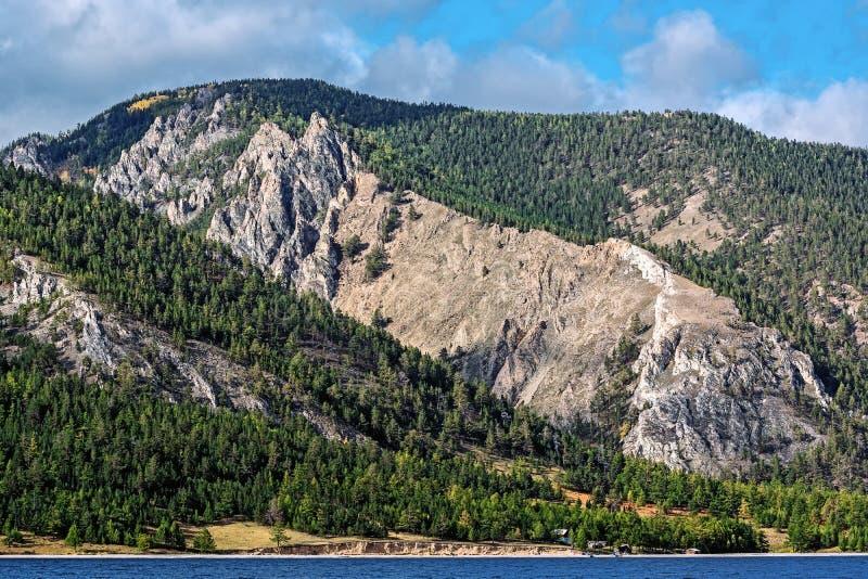 De kust van Meer Baikal royalty-vrije stock foto