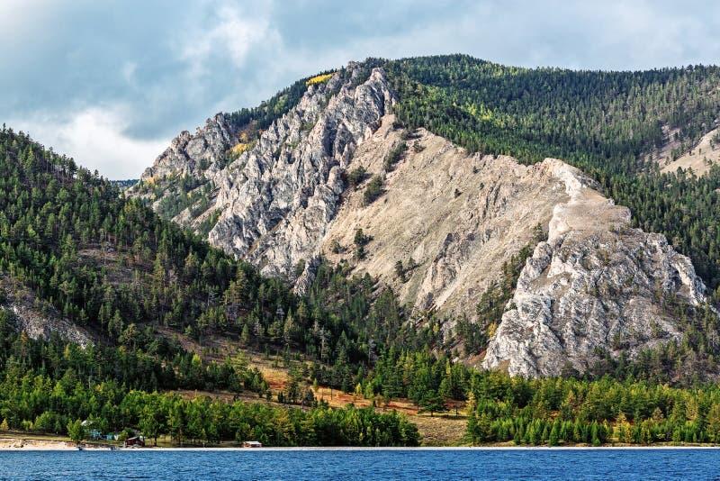 De kust van Meer Baikal royalty-vrije stock afbeeldingen