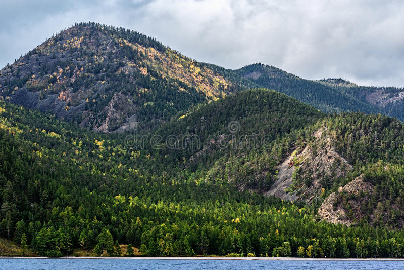 De kust van Meer Baikal royalty-vrije stock afbeelding