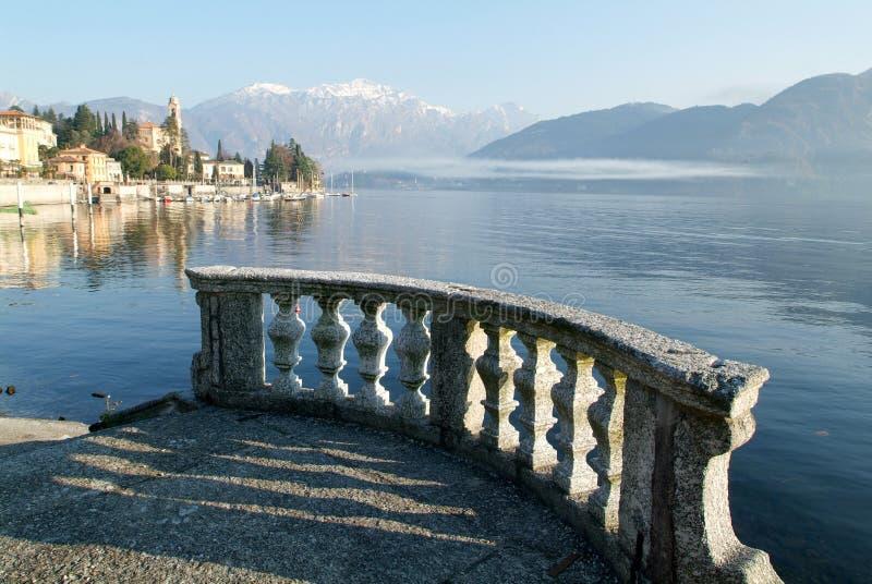 De kust van meer Como in Tremezzo stock foto