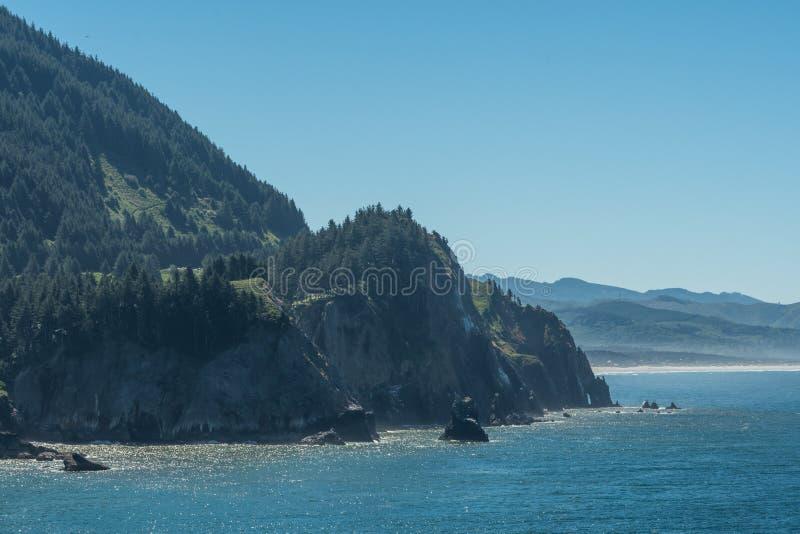 De Kust van Rocky Cliffs On The Southern Oregon royalty-vrije stock fotografie