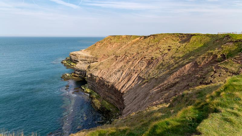 De kust van Yorkshire in Filey Brigg, het UK stock afbeelding