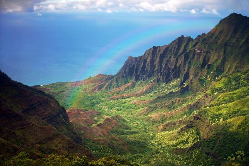 De Kustlijn Fron van Kauai een LuchtMening met Regenboog royalty-vrije stock foto