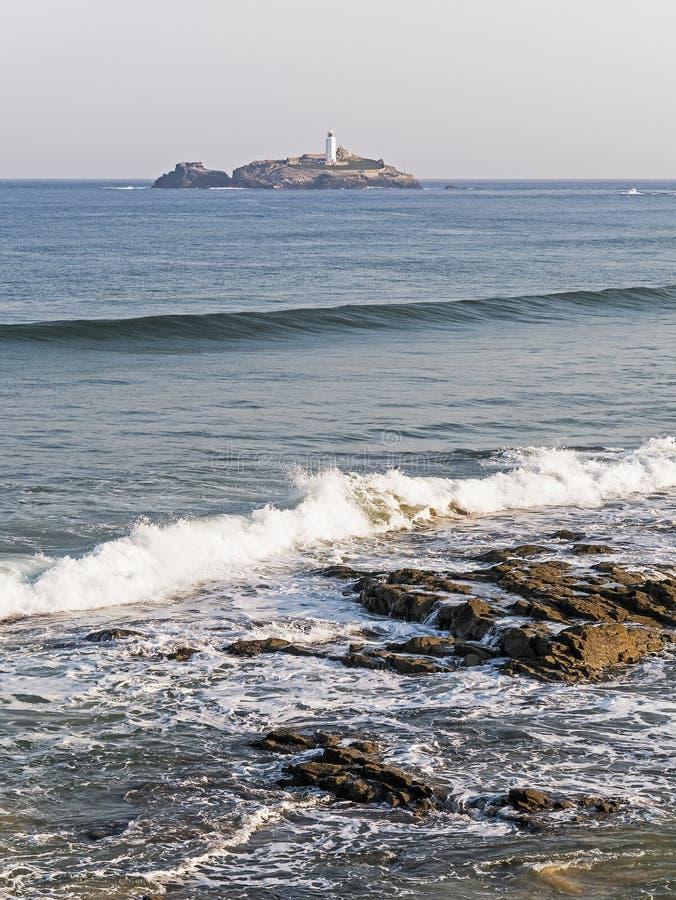 De kustlijn van Cornwall met Godrevy-Vuurtoren royalty-vrije stock afbeelding