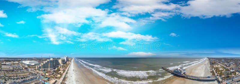 De kustlijn van Daytona Beach bij zonsondergang, mooi panorama van F royalty-vrije stock afbeelding