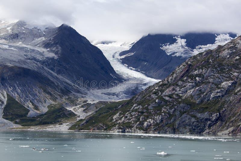 De Kustlijn van de de Gletsjerbaai van Alaska ` s Toneel stock afbeelding