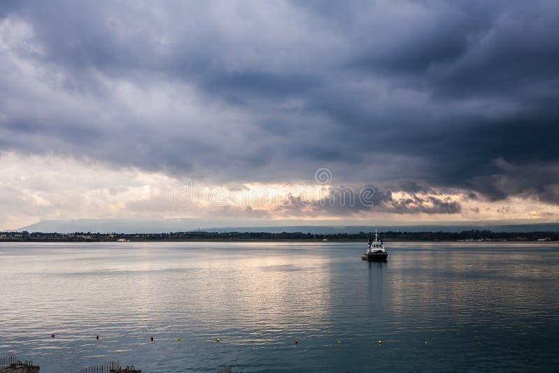 De kustlijn van Syracuse bij zonsondergang royalty-vrije stock foto's