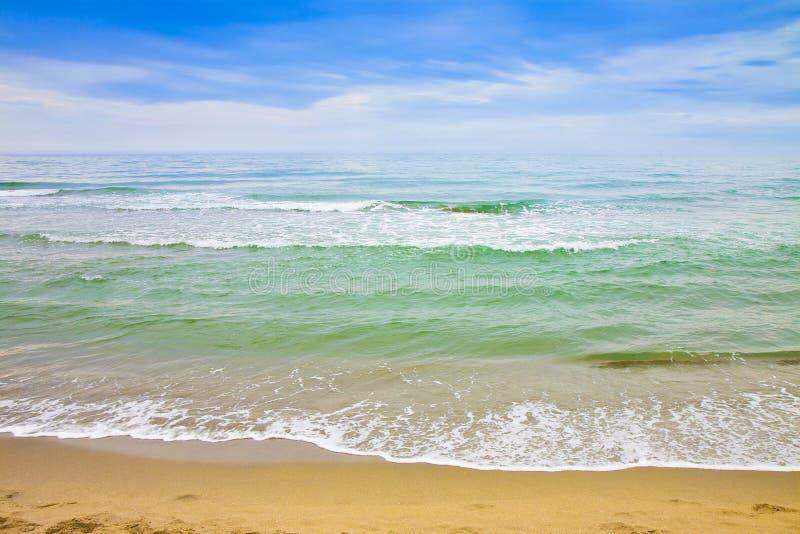 De kustlijn van Toscanië met zandig strand Italië stock afbeelding
