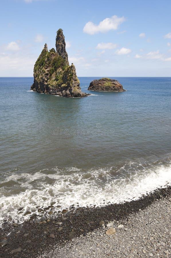De kustlijnlandschap van de Azoren met kiezelsteenstrand in Flores-eiland P royalty-vrije stock afbeelding
