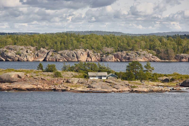 De kustlijnlandschap van Finland in Aland-eilanden somethere dichtbij Tallinn, Estland royalty-vrije stock afbeeldingen
