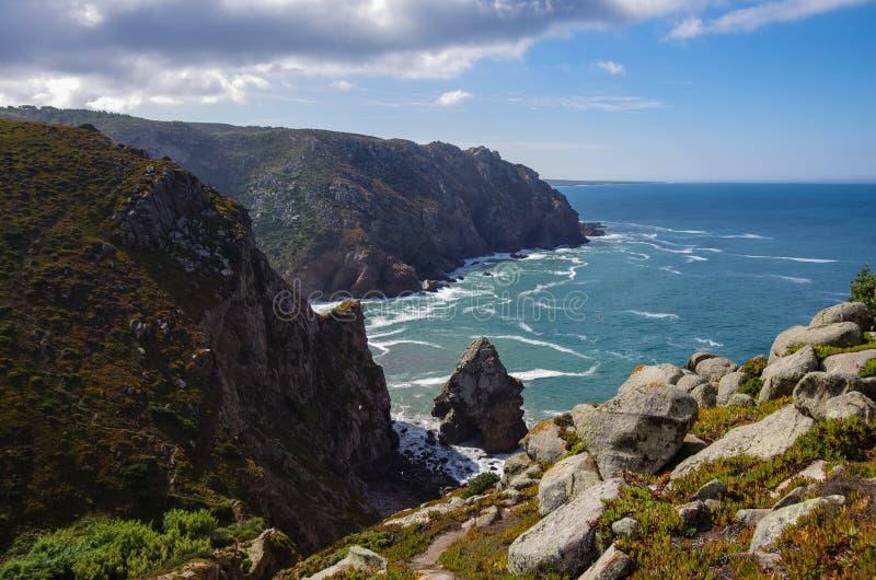 De de kustlijnmening van de Atlantische Oceaan van de Kaap Roca van Cabo DA Roca is een kaap die de meest westelijke omvang van v stock afbeeldingen