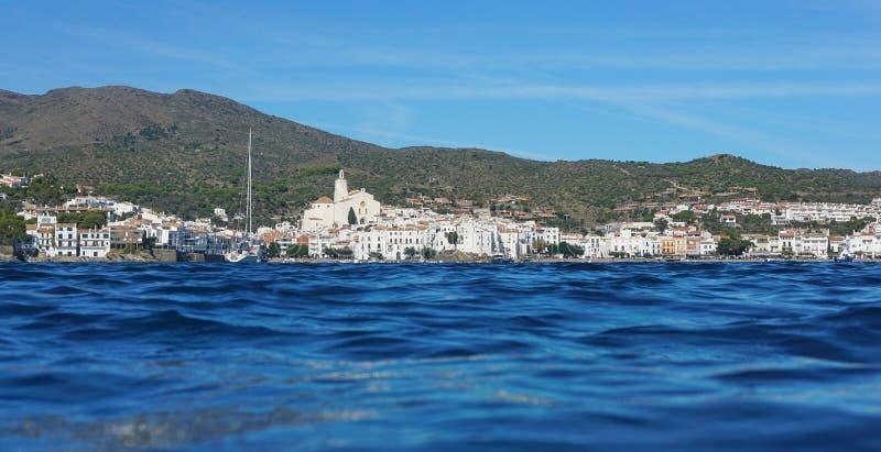 De kustlijnpanorama Spanje van het Cadaquesdorp royalty-vrije stock afbeeldingen