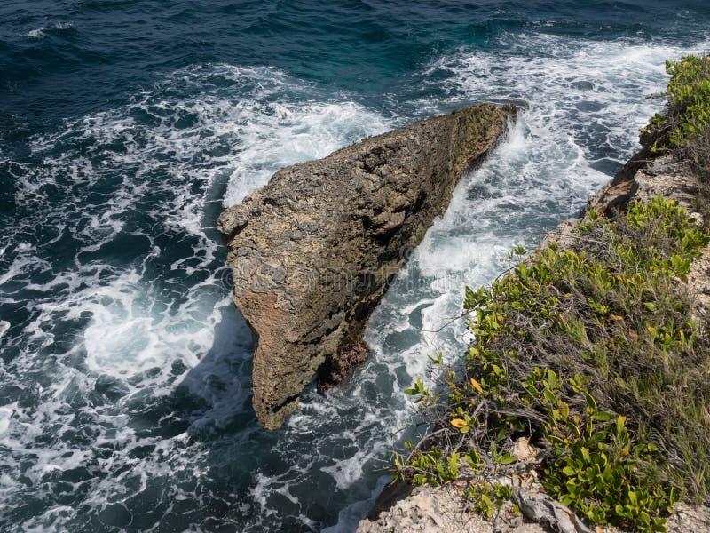 De kustlijnrotsen van het Christoffel Nationale Park stock foto's