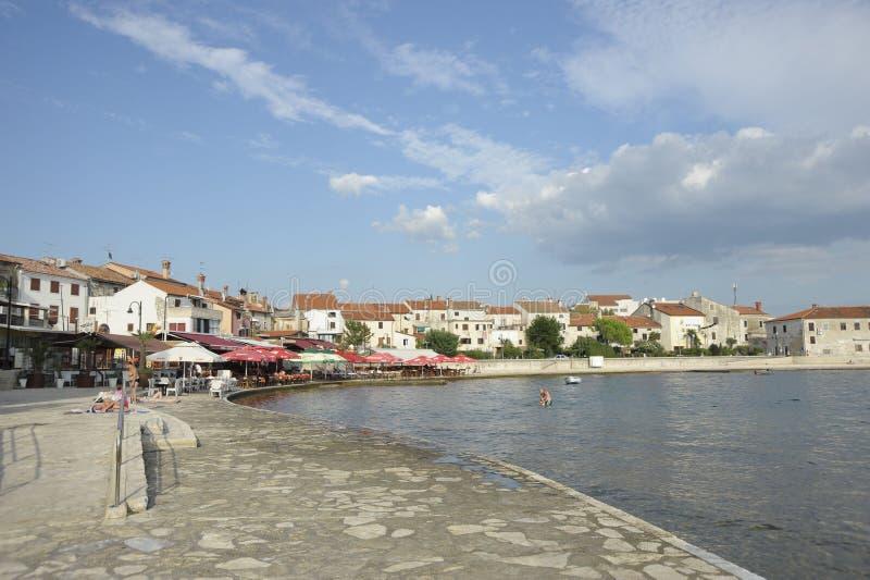 De kustpromenade van het Adriatische overzees - Umag, Kroatië, Europa royalty-vrije stock foto
