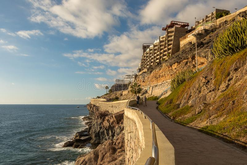 De kustpromenade van Puerto Rico aan Amadores, Gran Canaria, Canarische Eilanden, Spanje royalty-vrije stock foto's