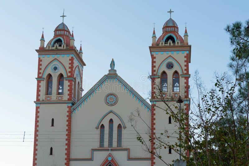 De kyrkliga tornen och helgedomen jpg arkivbilder