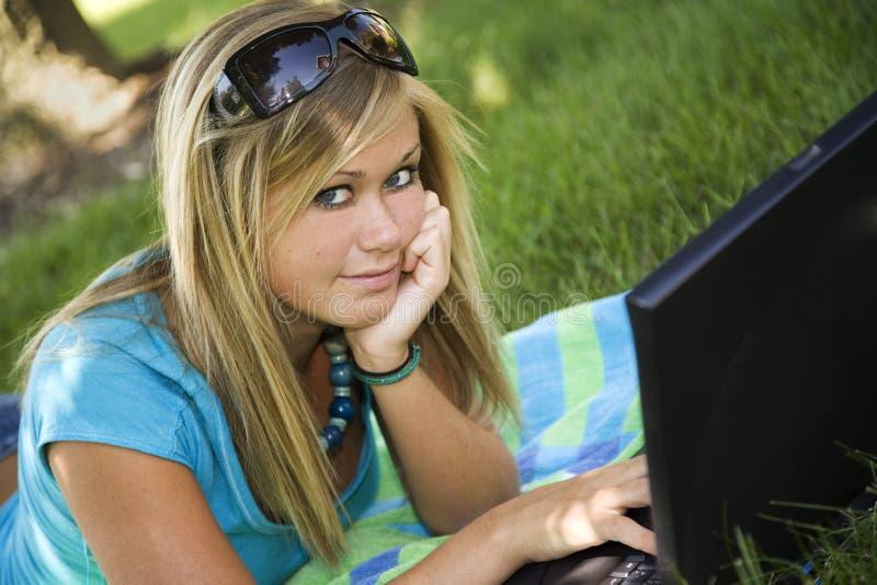 Download De l'adolescence photo stock. Image du fonctionnement - 1098528