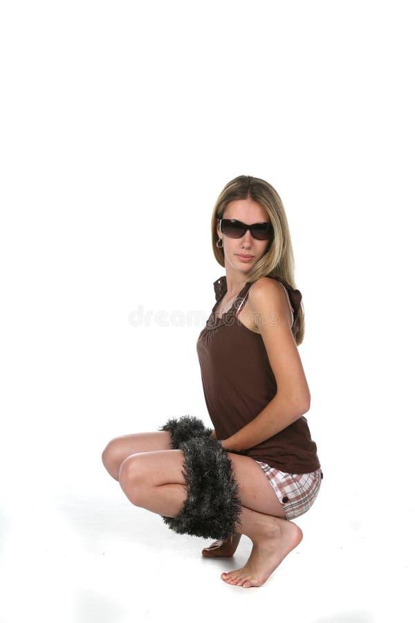 De l'adolescence avec l'écharpe et les lunettes de soleil photos libres de droits
