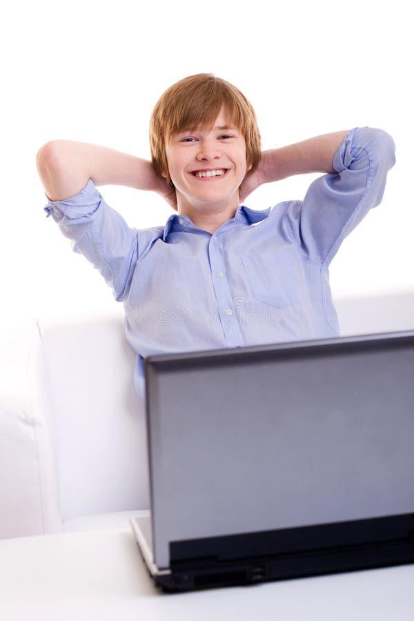 De l'adolescence roux de sourire photographie stock libre de droits