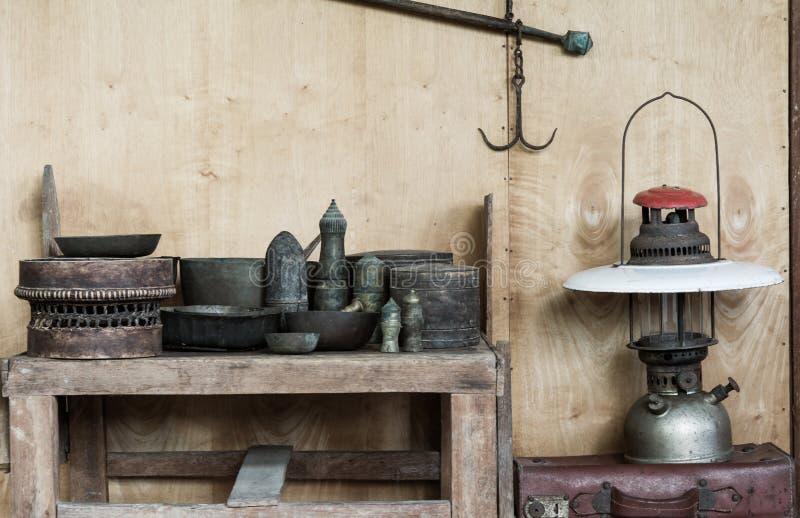 De l'antique dans la maison en bois photo libre de droits