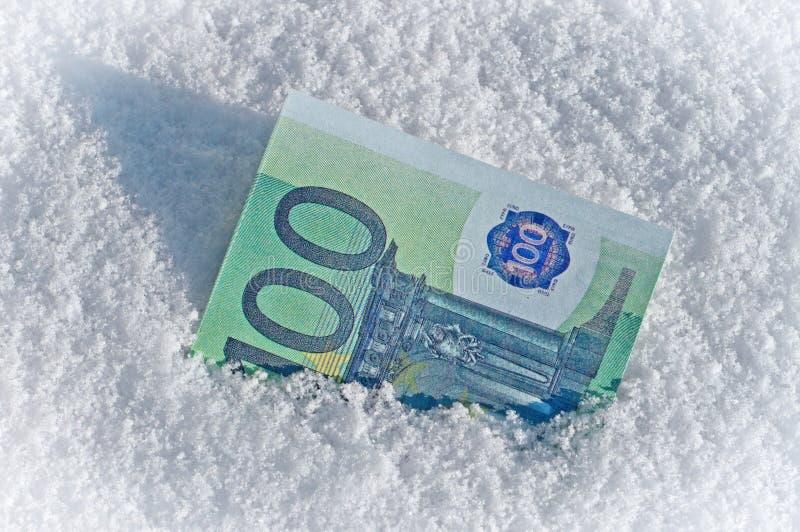 De l'argent est couvert de neige photo libre de droits