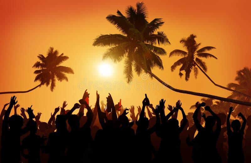De la adolescencia del verano de la playa del partido comunidad al aire libre extática imagen de archivo libre de regalías