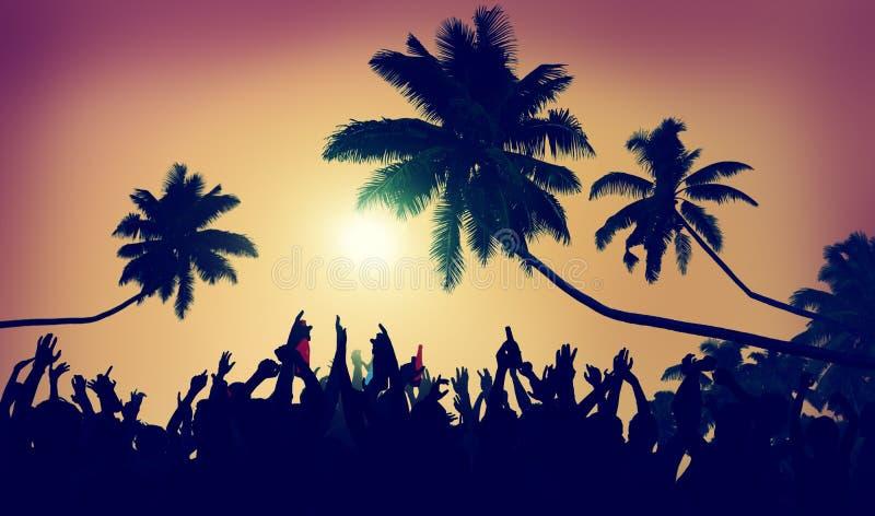 De la adolescencia del verano de la playa del partido concepto de la comunidad al aire libre foto de archivo