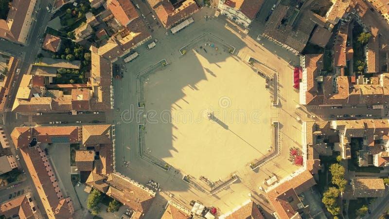 De la antena del top opinión abajo del cuadrado hexagonal en el centro de Palmanova, Italia imagenes de archivo