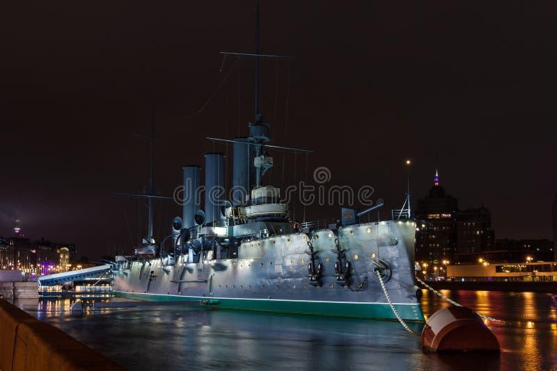 ` De la aurora del ` del crucero en el Neva en St Petersburg foto de archivo libre de regalías